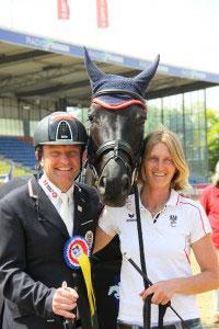 Pepo Puch, Olympiasieger von London 2012, mit Pferd Fontainenoir und Pflegerin Veronica, Foto: Rainer Schmid