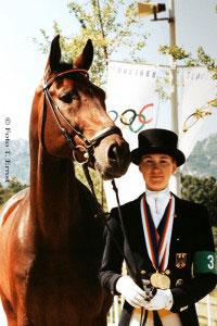 Nicole Uphoff bei ihrem ersten Doppel-Olympiasieg mit Rembrandt 1988 in Seoul